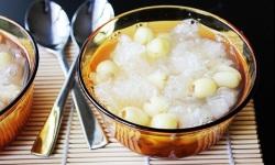 Cách nấu chè hạt sen nấm tuyết vừa ngon vừa bổ