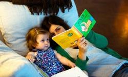 Món quà từ tay mẹ: Những câu chuyện mẹ kể năm nào